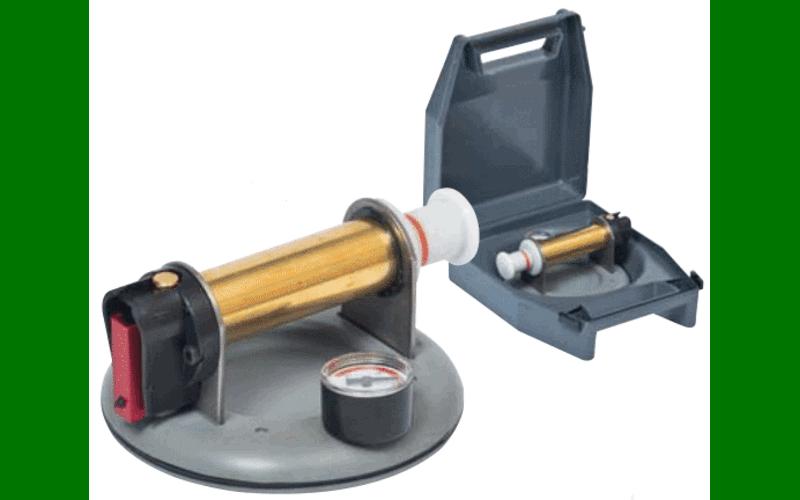 Присоска с ручной помпой<br> и манометром, в кейсе;<br> для рельефной плитки