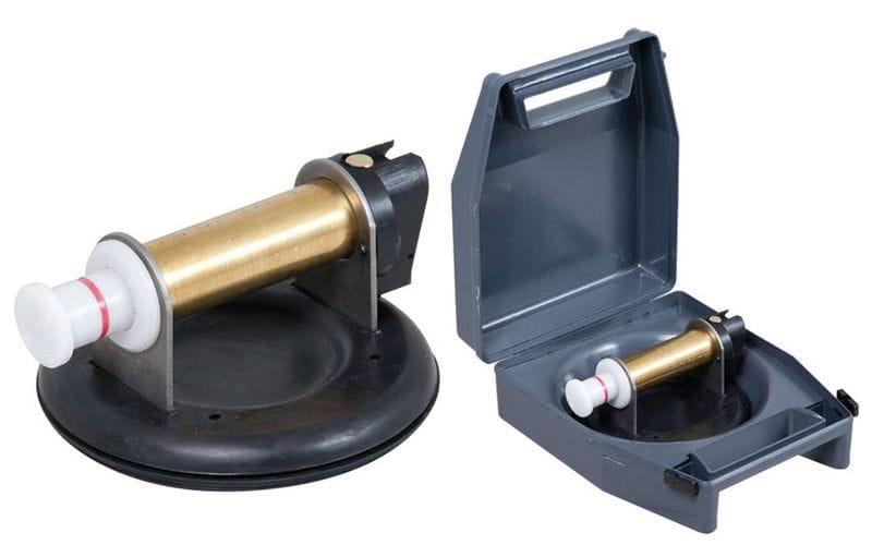 Присоска с ручной помпой<br> в кейсе;<br> для рельефной плитки